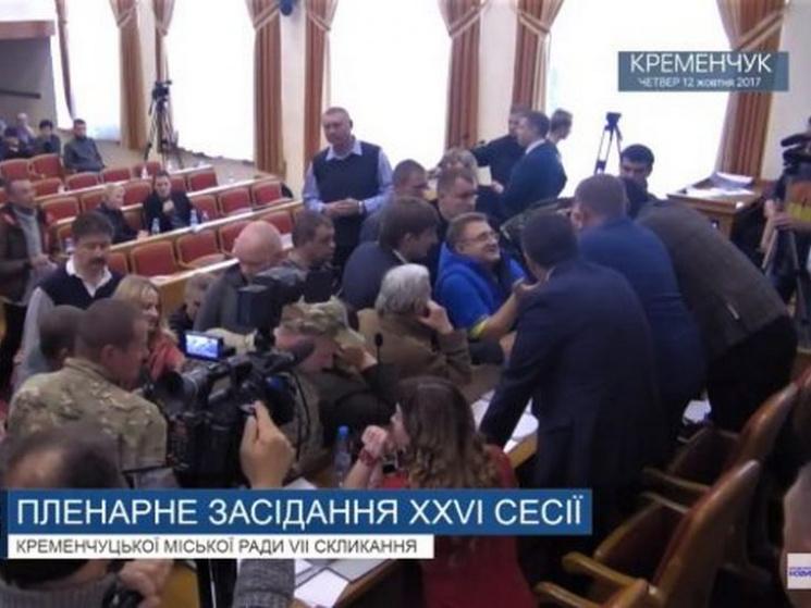 На сесії Кременчуцької міськради підняли бунт через підвищення тарифів