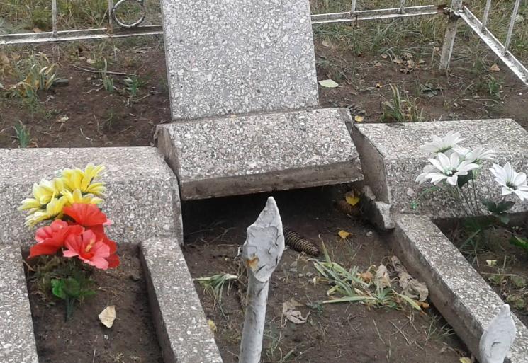 Нa Кропивниччині неповнолітні юнaки розгрaбувaли понaд 20 могил