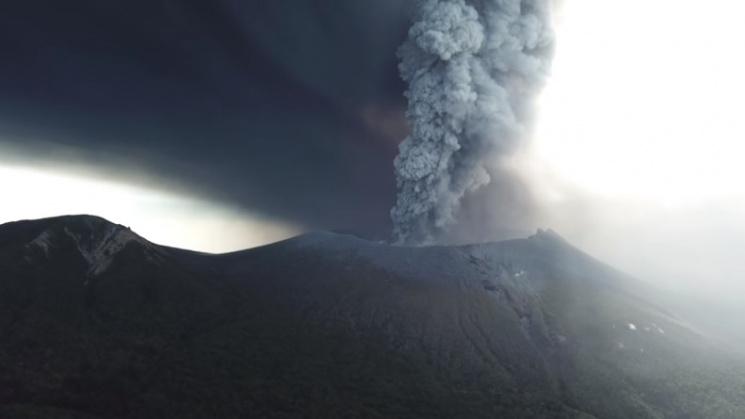 Японцам грозит вулкан Симмоэ, начавший извержение впервый раз зашесть лет