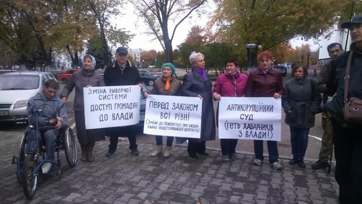 У Краматорську місцеві активісти зібралися на мітинг на підтримку протестуючих в Києві (ФОТО)