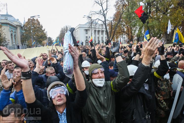 В чому сила, брат? Ура-патриоты - уголовники издеваются над полицией в Киеве: что творят под Радой радикалы