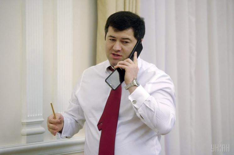 Суд дозволив Насірову виїжджати зКиєва, але залишив браслет