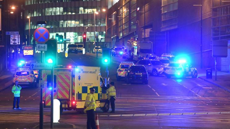 У Британії озброєний чоловік захопив заручників у розважальному центрі