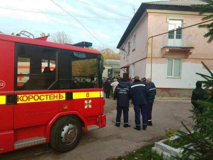 УКоростені рятувальники діставали 370-кілограмову жінку з вікна
