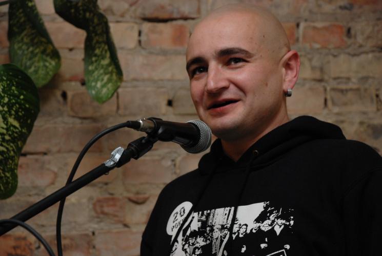 Український поет випадково випав з вікна