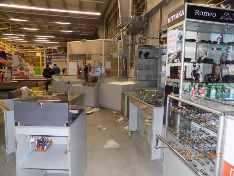 ВОдесской области неизвестные вынесли измагазина два сейфа сювелирными изделиями