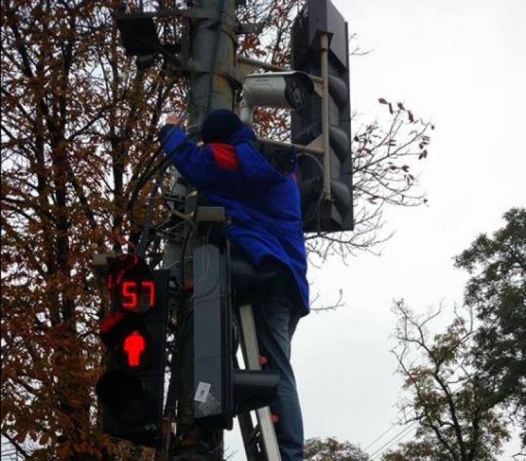 На світлофорі у центрі Дніпра встановлюю…