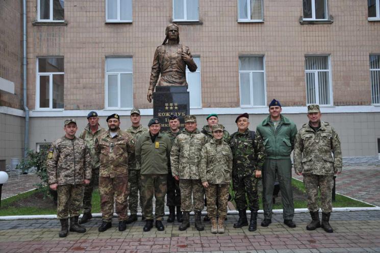 Харьковских курсантов познакомили с офиц…