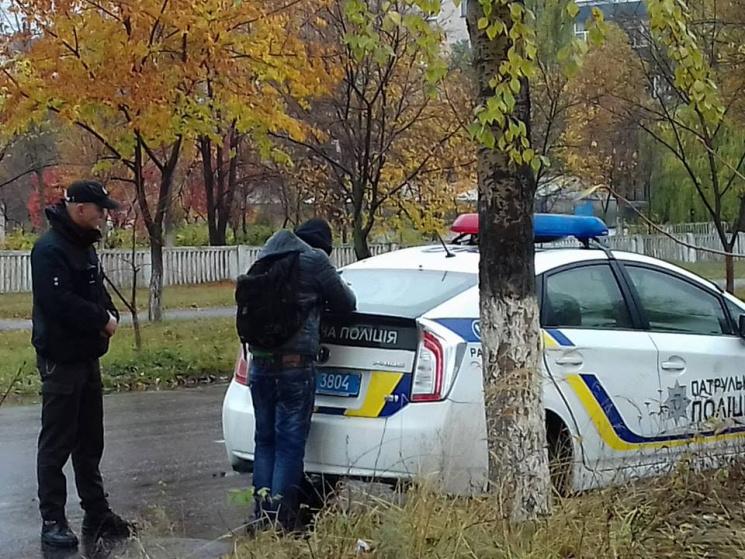 ВЛуганской области мужчина сножом напал наполицейских