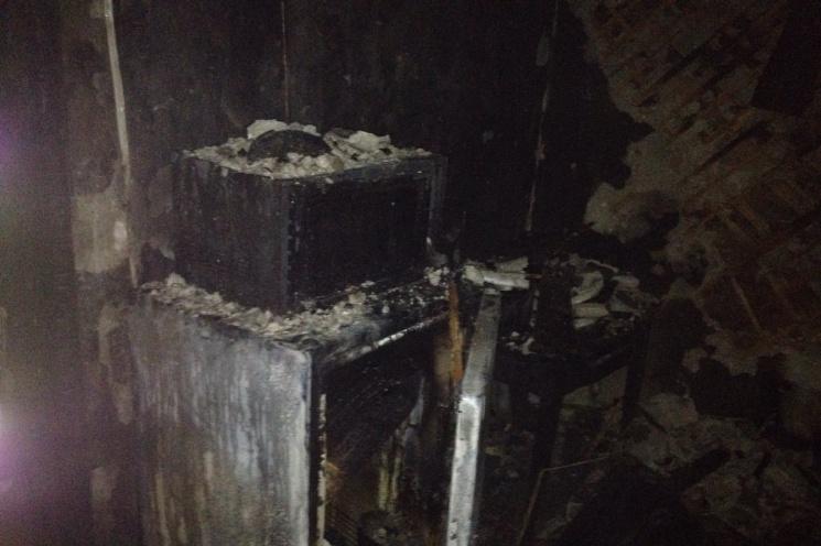 ВХарькове три подразделения пожарных тушили горящую бумагу вподземном переходе