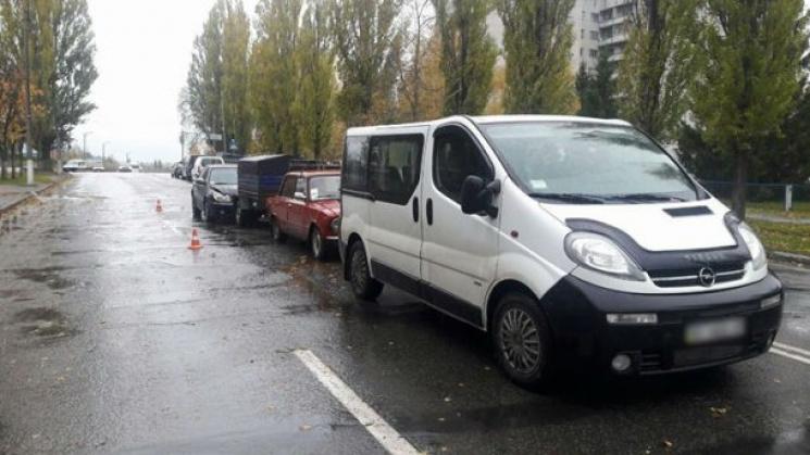 На Полтавщині на слизькій дорозі зіткнулися три автівки