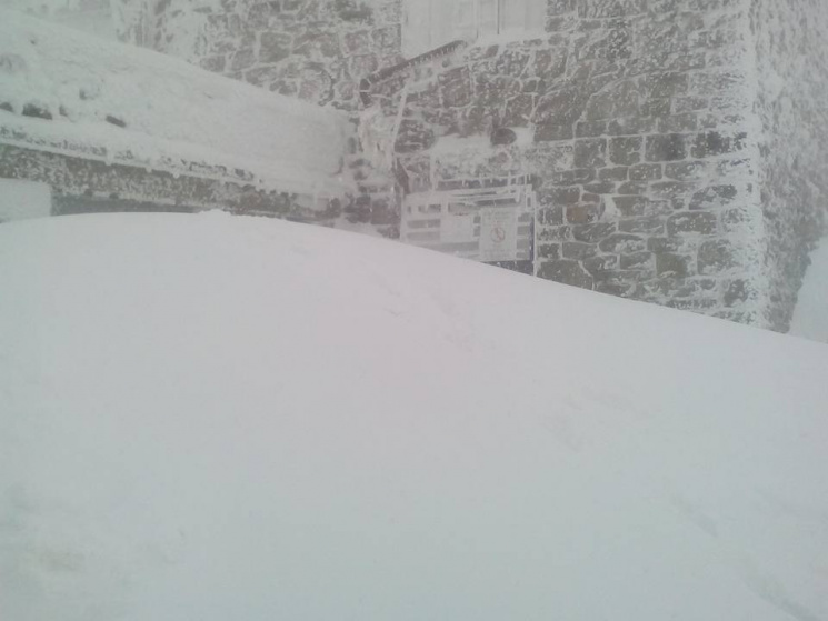 Карпаты засыпало снегом: толщина осадков уже неменее метра