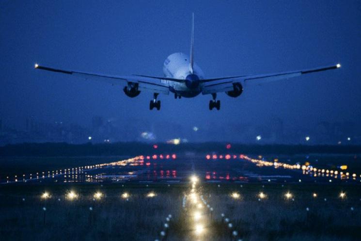 Наприземлившемся вОдессе самолете из столицы бомбы ненашли
