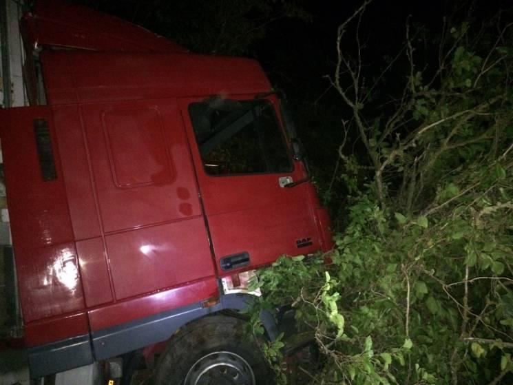 На Миколаївщині розбився водій вантажівки: Тіло деблокували рятівники (ФОТО)