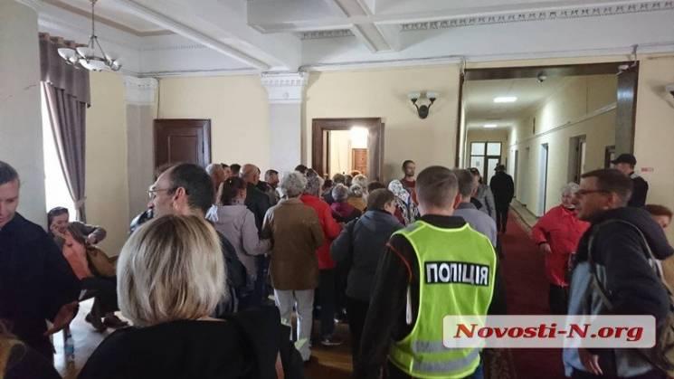 Активісти заблокували вхід до кабінету мера Миколаєва (ВІДЕО)