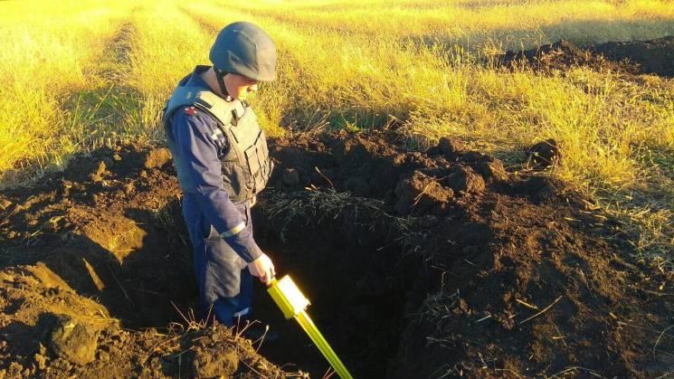У полі на Вінниччині знайшли понад сотню снарядів (ФОТО)