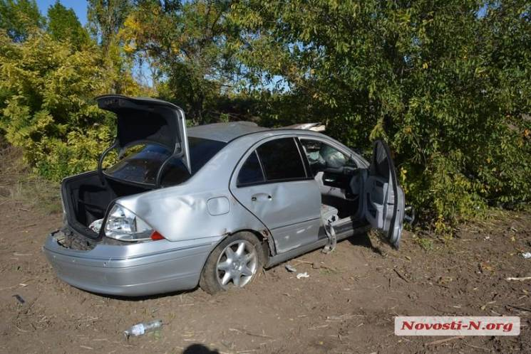 Під Миколаєвом іномарка збила пішохода та вилетіла у кювет: Сім людей постраждали (ФОТО)