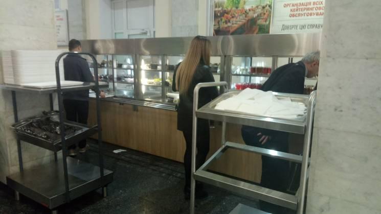 """""""All inclusive"""" від мера: У їдальні Київради є царська уха, телячі щоки і мідії (ЦІНИ)"""