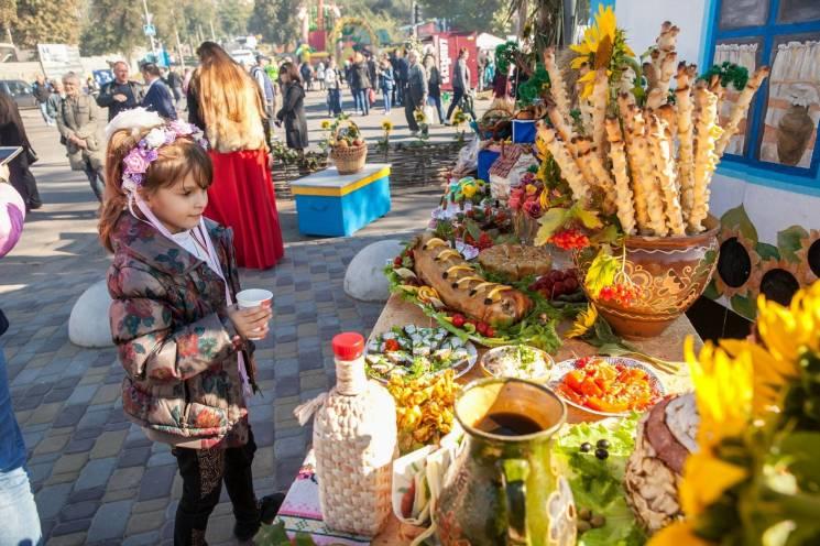 Погуляти, випити, скуштувати екзотики: Чого шукали відвідувачі головного запорізького ярмарку