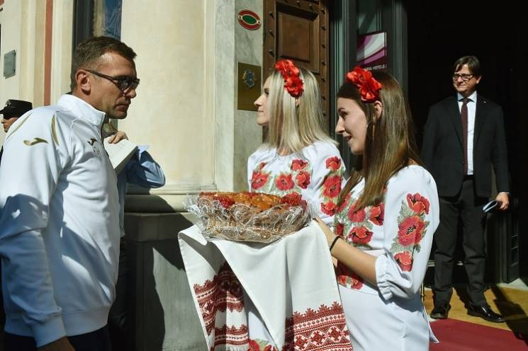 Як збірну України з футболу в Генуї зустріли