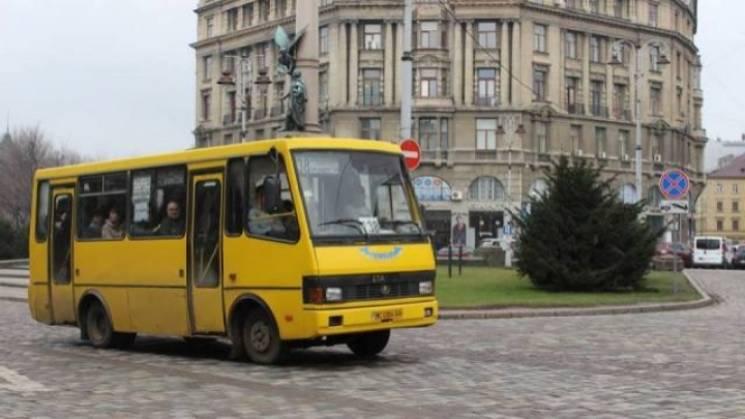 Боротьба без переможців: Чому у Садового знову не визначилися з маршрутками для Львова