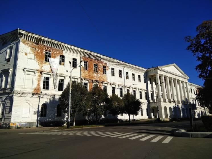 Бомжі – на вихід, суд йде: Чи дочекається на нового власника полтавський Кадетський корпус (ФОТО)
