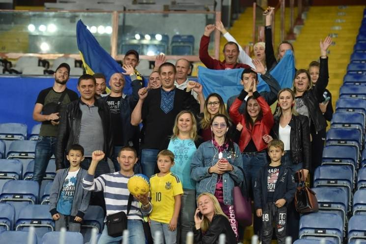 Збірна України відчула підтримку на тренуванні в Генуї