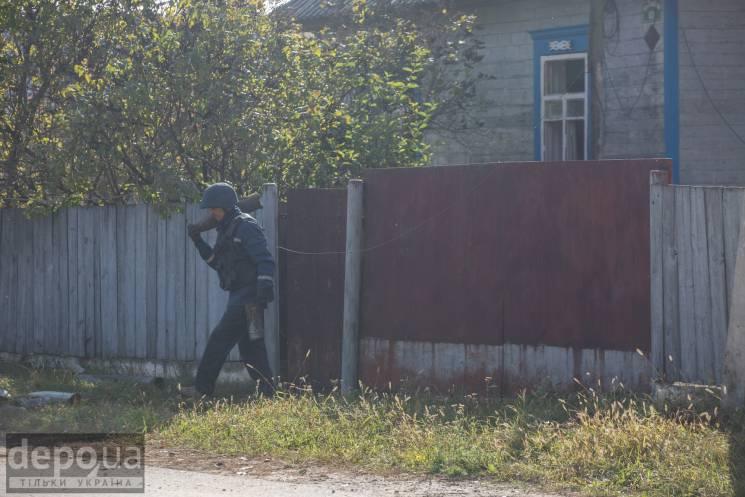 Вибухи під Ічнею: Як розміновують села біля військових складів  (ФОТОРЕПОРТАЖ)