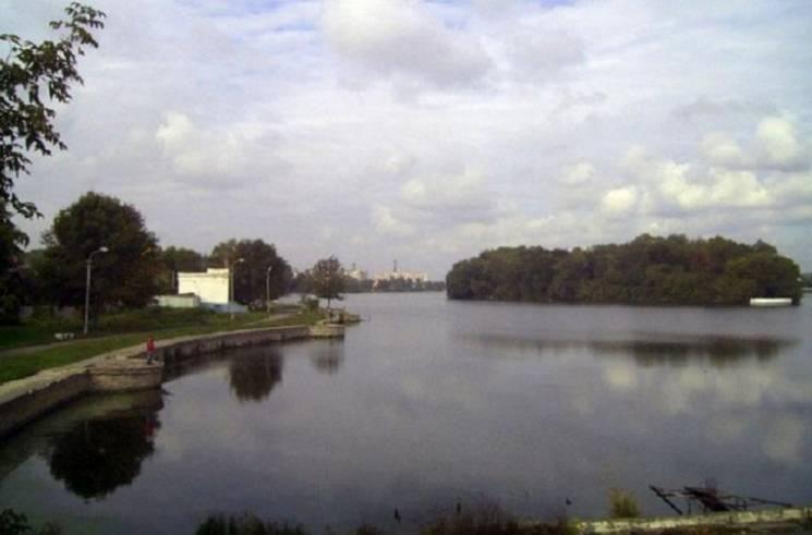 """У Хмельницькому депутати """"врізали"""" шмат берега"""