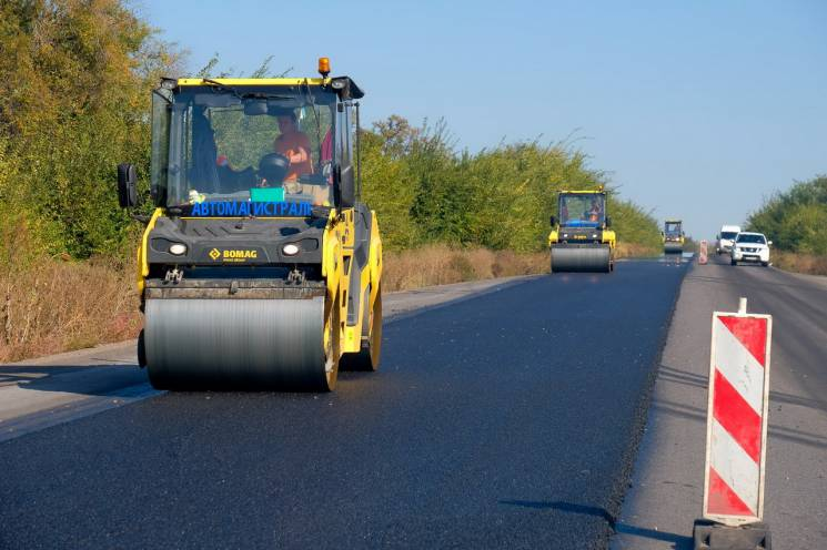 На Дніпропетровщині триває ремонт траси на Кривий Ріг