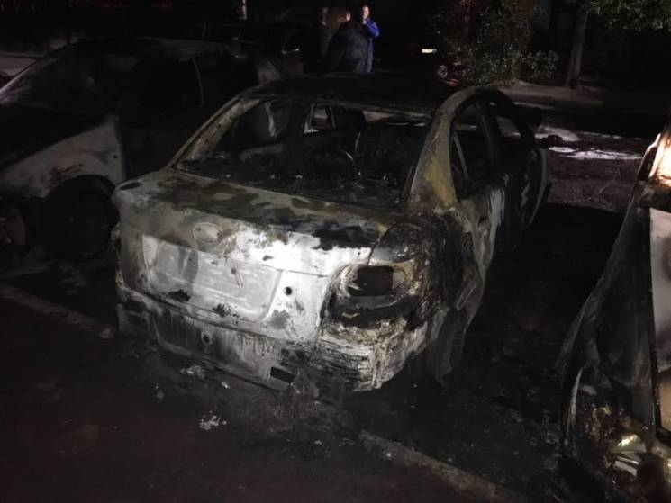 На Запоріжжі згоріли п'ять автівок (ФОТО)