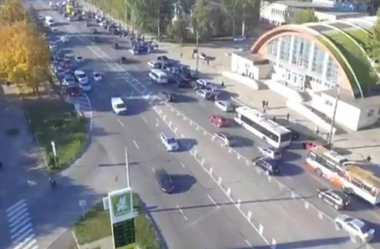 На дорогах Дніпра водії мітингують проти підвищення цін на паливо (ВІДЕО)