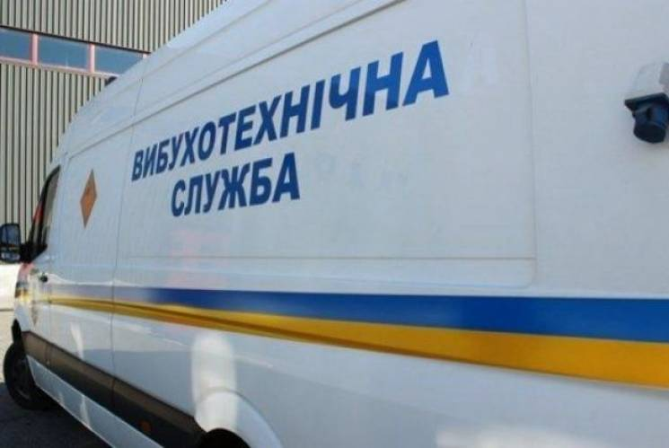 В Ужгороді у супермаркеті правоохоронці шукали вибухівку