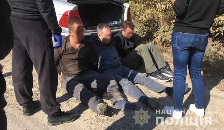 """У Чернівцях затримали банду, що скоювала напади на """"валютників"""" у п'яти областях України (ФОТО)"""