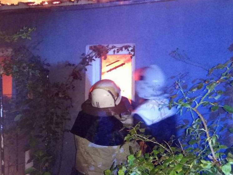 На Полтавщині у Диканьці згорів господарчий будинок (ФОТО)