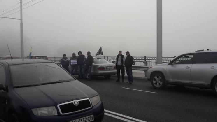 Бензинова блокада у Вінниці: Більше півсотні машин перекрили мости (ФОТО, ВІДЕО)