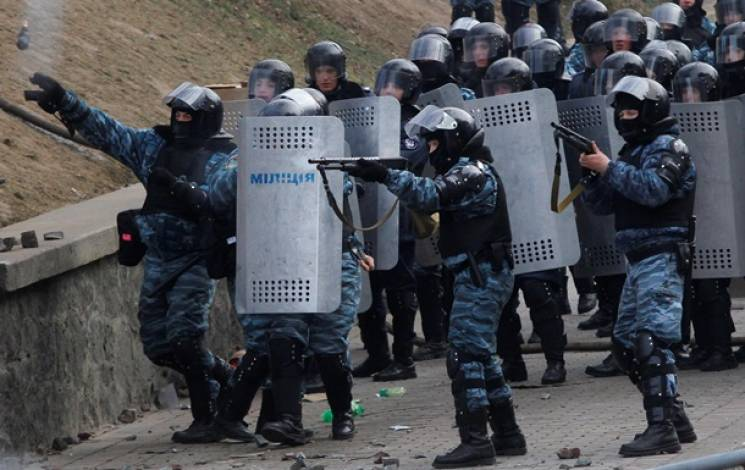 """На Харківщині суд кинув за ґрати екс-беркутівця, який """"злив"""" терористам плани Порошенка"""