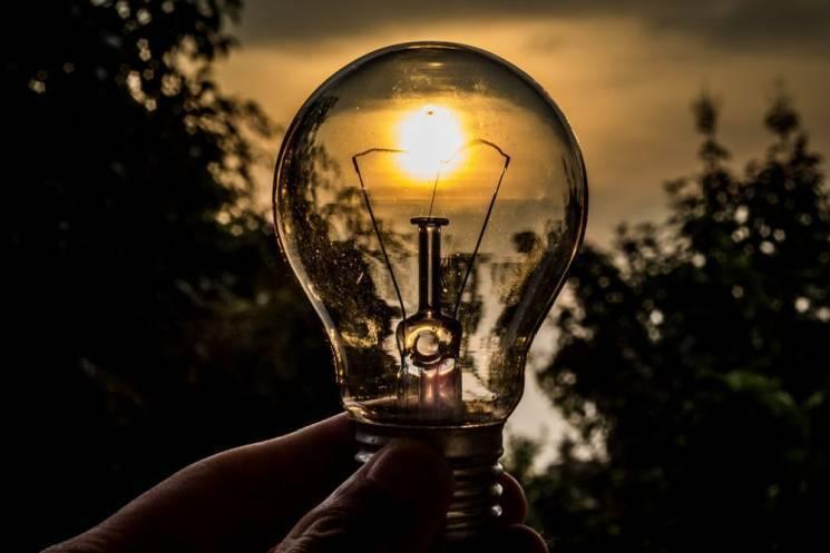 Жителям Київщини продовжують вмикати світло по годинах (ГРАФІК)