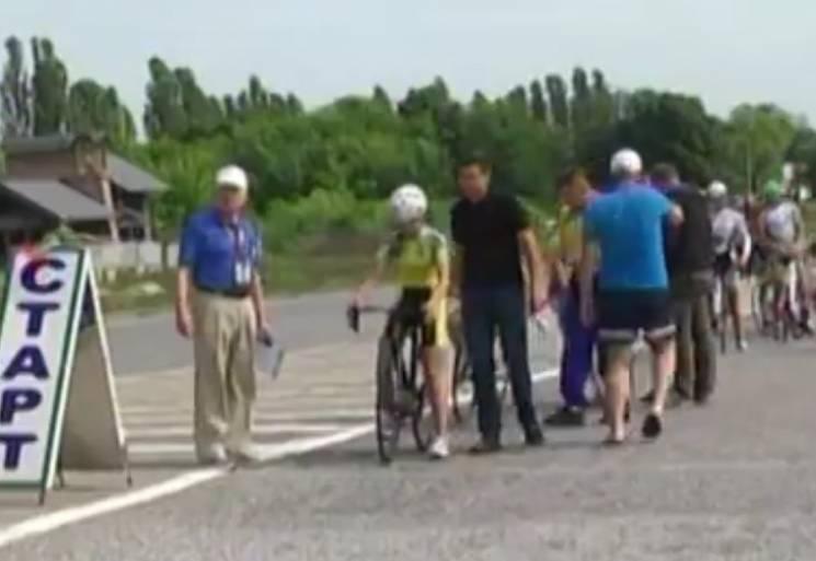 У Сумах любителі поганяти на велосипеді придумали, як закрити сезон (ВІДЕО)