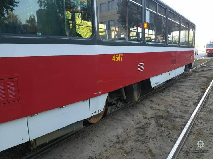 У Харкові зіткнулися трамвай та легковик (ФОТО)