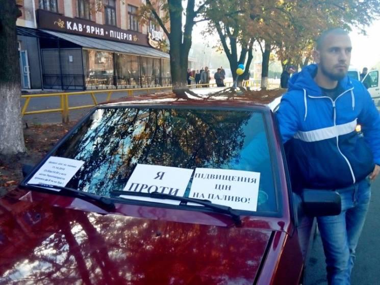 В Олександрії автомобілісти посеред дороги вимагали зниження цін на пальне (ВІДЕО)