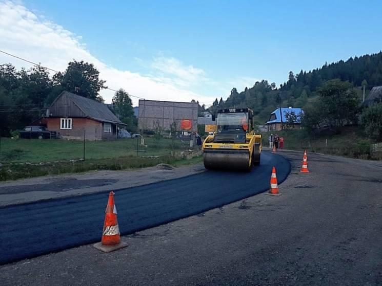 На Міжгірщині капітально ремонтують дорогу, яка з'єднує три райони (ФОТО)