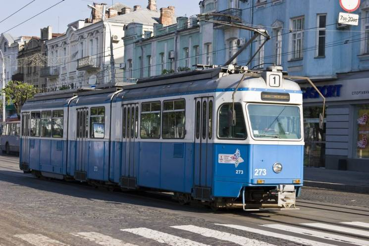 Вінничани збирають підписи за безкоштовний проїзд школярів у міському транспорті