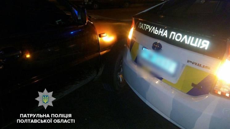 У Полтаві підліток на батьківській автівці врізався в поліцейський Prius