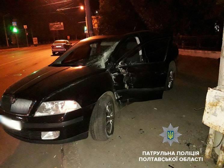 У Полтаві п'яний водій врізався в електроопору ФОТО)