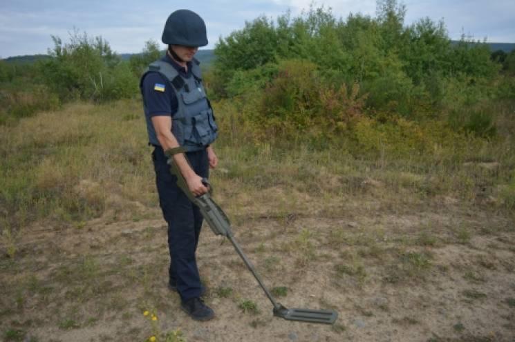 Закарпатські піротехніки ліквідували арсенал вибухівки