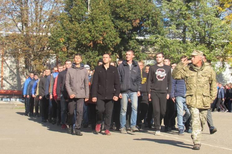 Харківщина відправила в армію першу команду строковиків