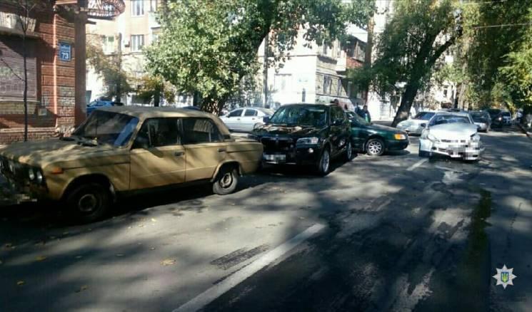 У центрі Харкова зіткнулися чотири авто: Постраждав чоловік (ФОТО)