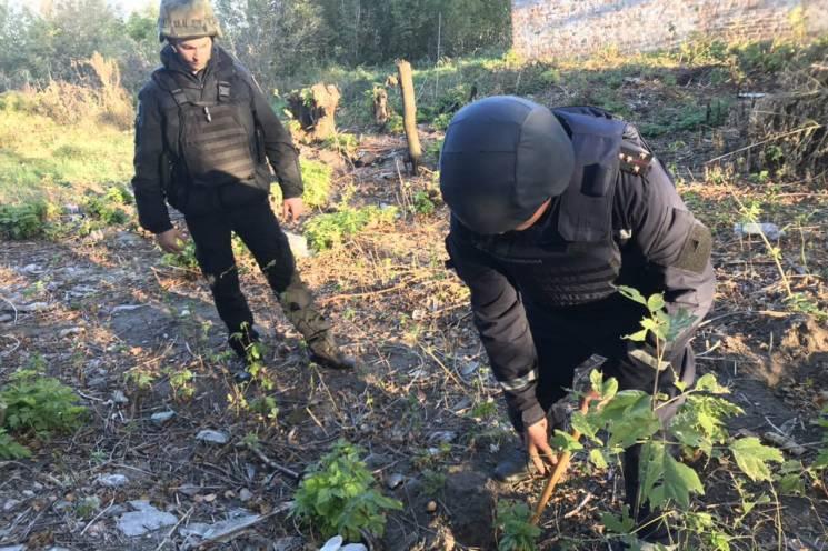 Хмельницькі піротехніки ліквідовують наслідки надзвичайної ситуації на Чернігівщині (ФОТО)