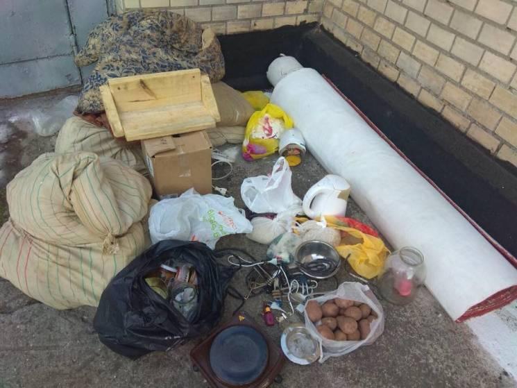 """Цілий """"оберемок"""" заборонених предметів вилучили в Хмельницькому СІЗО (ФОТО)"""